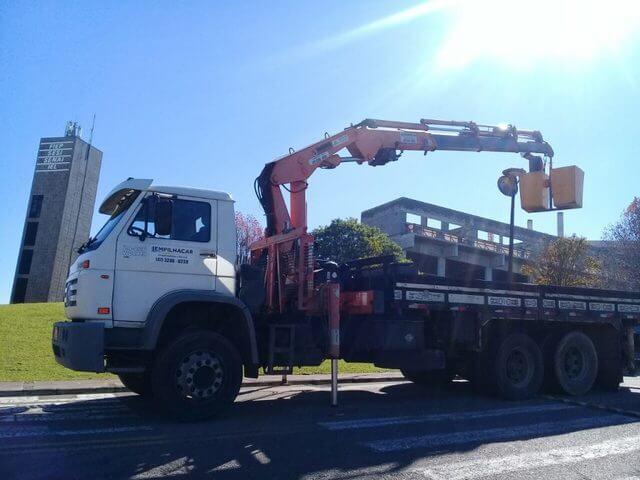 Empilhacar: Locação de Caminhão Munck em Curitiba - Caminhão Guindauto